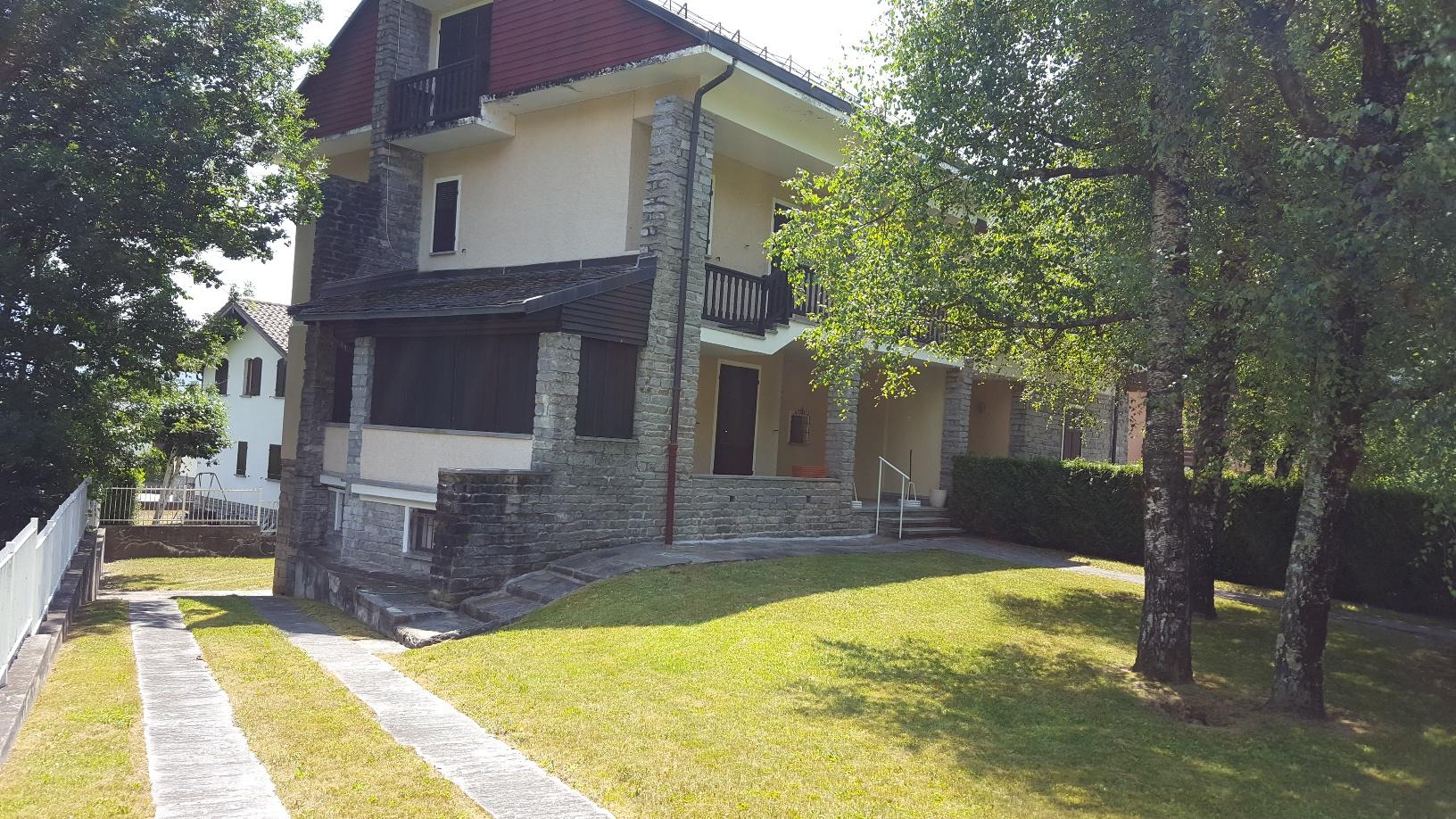 Villa bifamiliare vicino al centro abitato