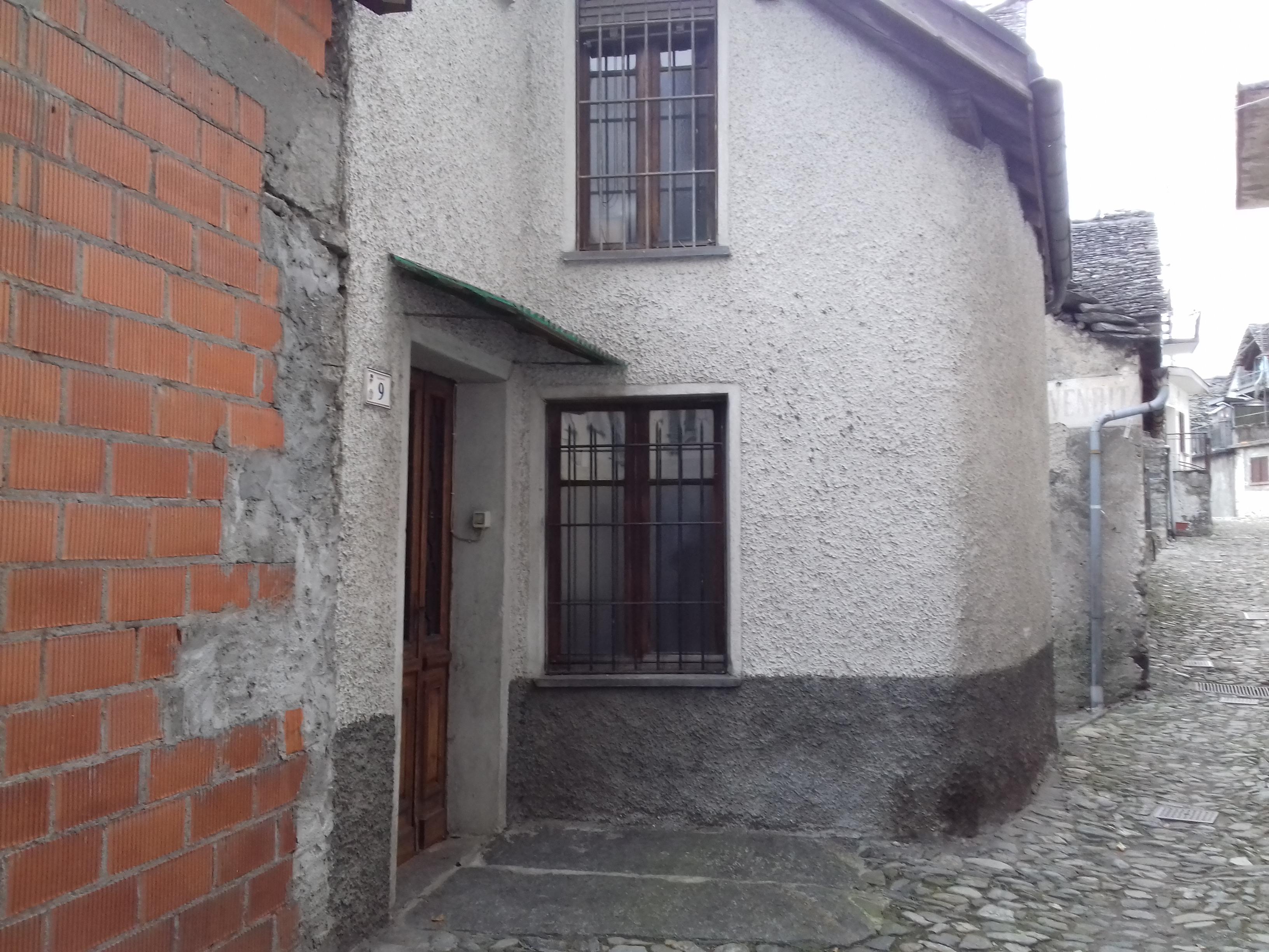 Casa da terra a tetto libera su tre lati