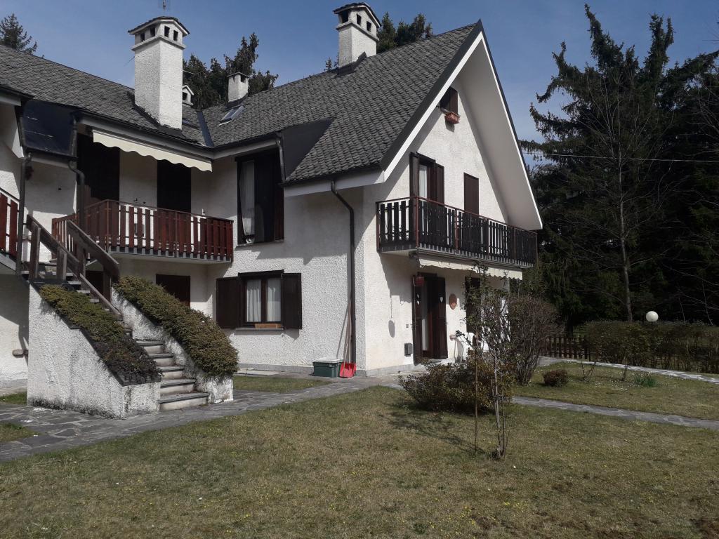 Porzione di casa da terra a tetto con giardino