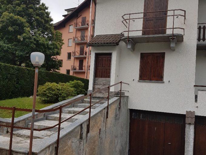 Villetta a schiera di testa con giardino per affitto estivo