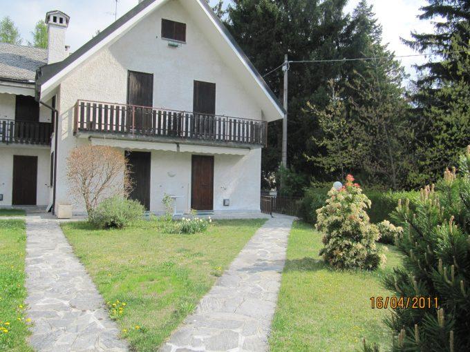 Appartamento in affitto in casa a schiera con giardino comune