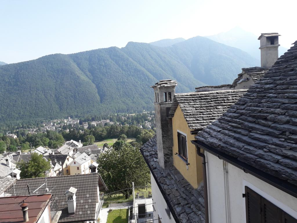 Toceno mansardina con vista sulla Valle