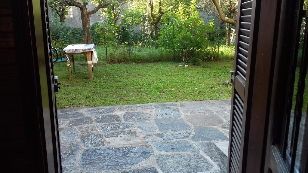 Appartamento piano terra, con Giardino