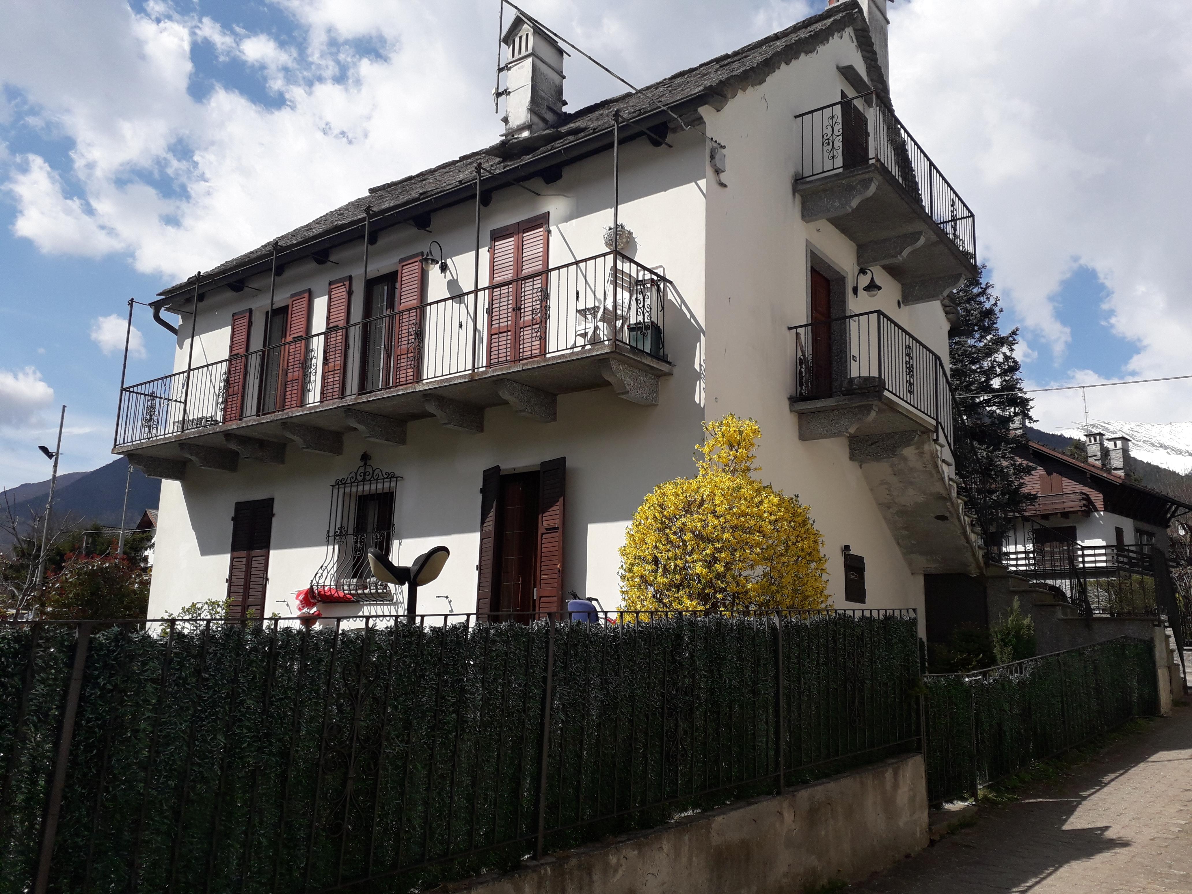Appartamento in casa singola al primo piano indipendente su Quatro Facciate, no spese condominiale